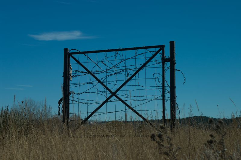 Gate on Sante Fe trail 110409 023